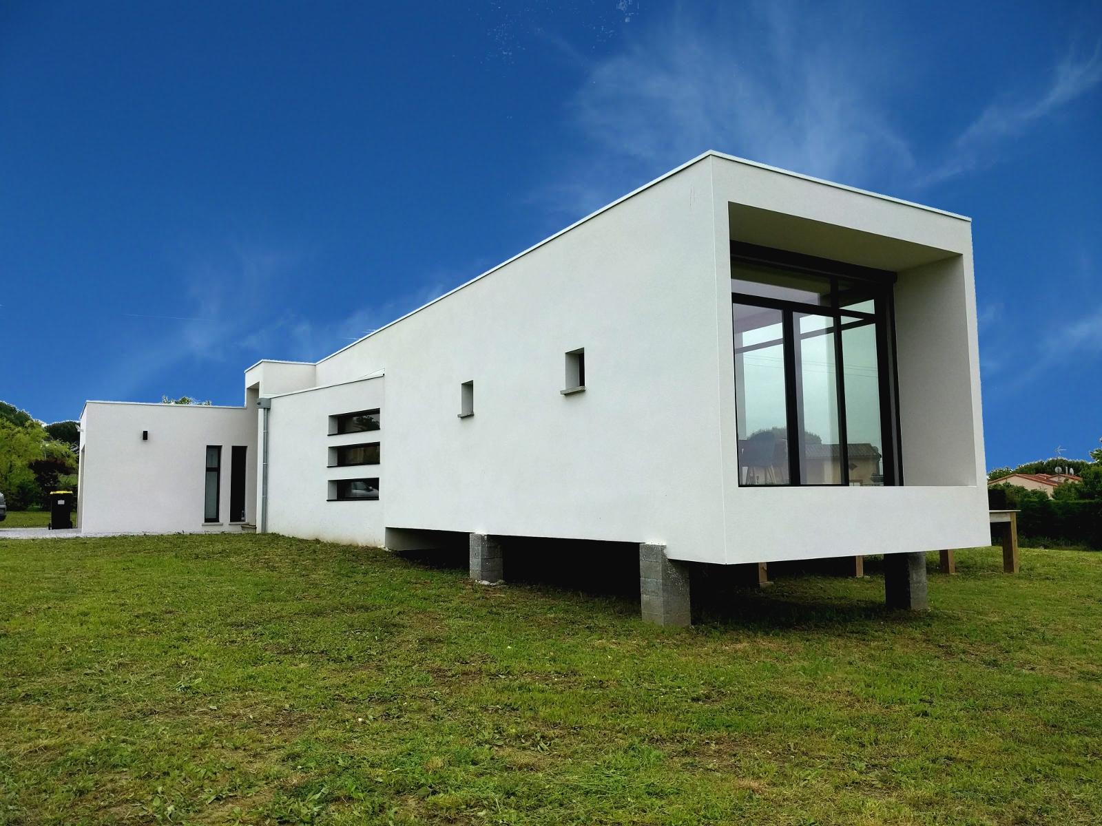 Test d'étanchéité à l'air d'une maison RT2012 à Bazus